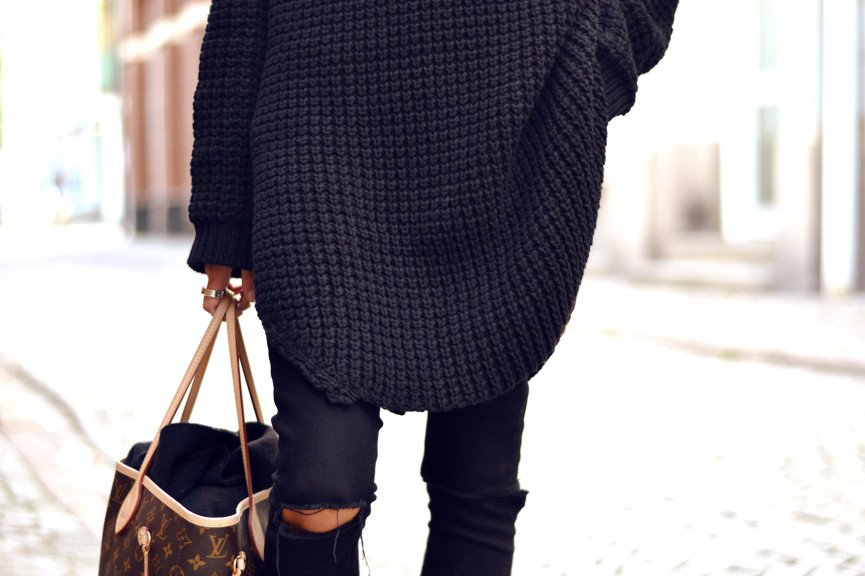 Monday's must-have: Oversized black knit sweater & black ripped jeans