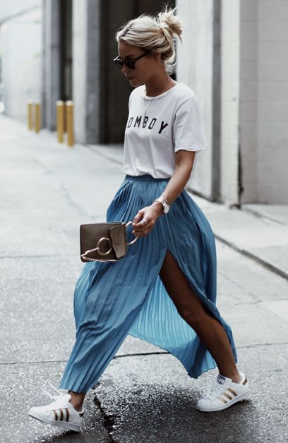 Look of the day: long pleated skirt & t-shirt