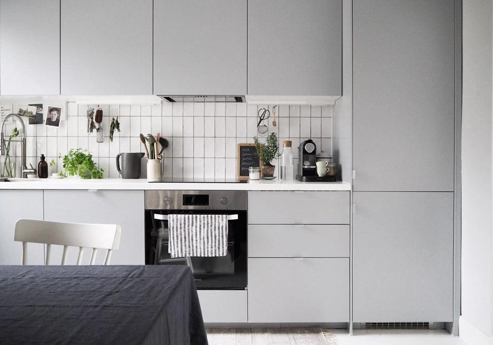 10 minimalist kitchens with grey units