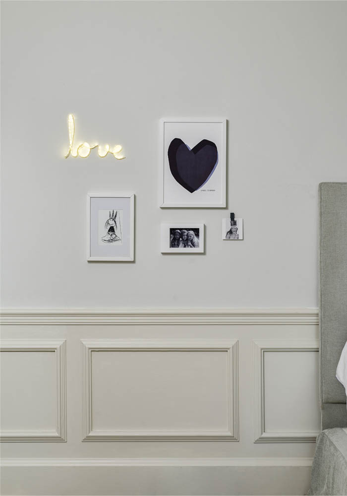 Creating a wall display with Command Brand hooks
