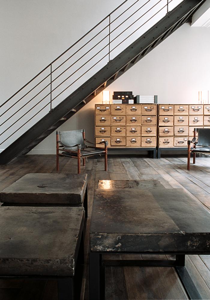 un escalier industriel à Paris